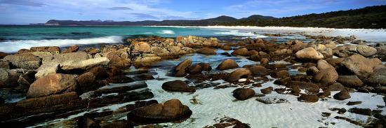 rocks-on-the-beach-friendly-beaches-freycinet-national-park-tasmania-australia