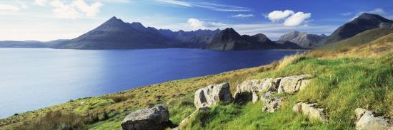 rocks-on-the-hillside-elgol-loch-scavaig-view-of-cuillins-hills-isle-of-skye-scotland