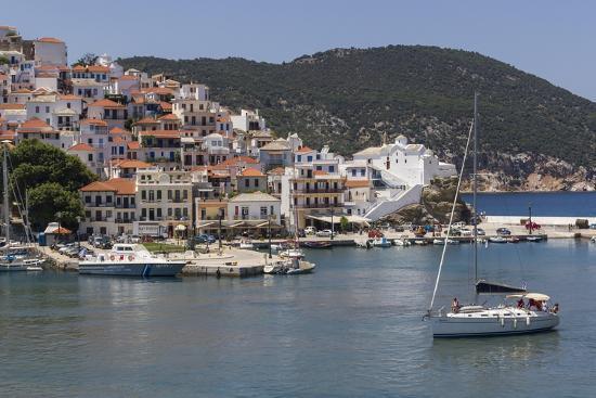 rolf-richardson-boat-entering-harbour-skopelos-sporades-greek-islands-greece-europe