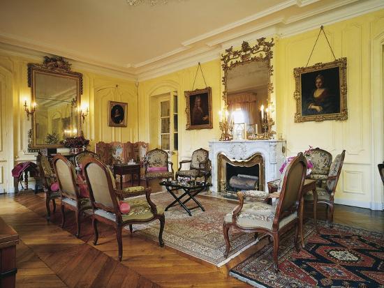 room-in-chateau-of-vaurenard-rhone-alpes-france