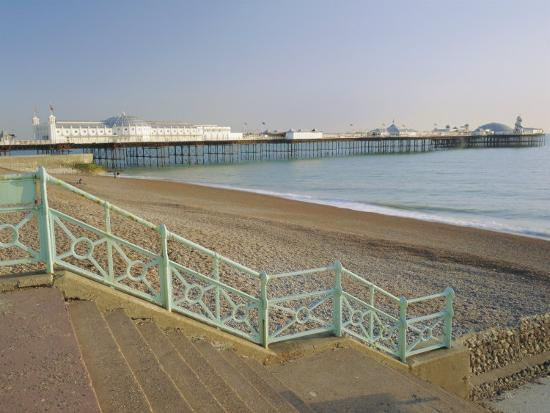 roy-rainford-beach-and-palace-pier-brighton-east-sussex-england-uk-europe