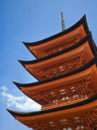rudy-sulgan-pagoda-at-itsukushima-jinja-shrine
