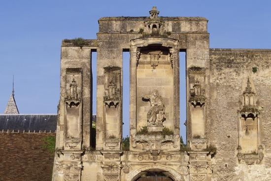 ruins-at-entrance-of-nantouillet-castle-ile-de-france