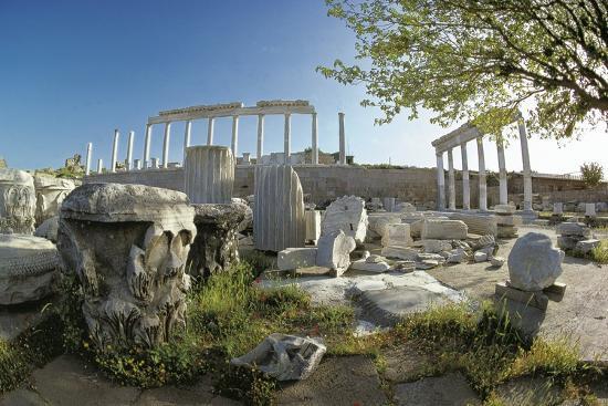 ruins-of-ancient-pergamum-acropolis