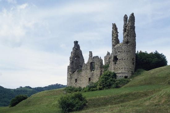 ruins-of-spinola-castle-11th-century-montessoro-liguria-italy