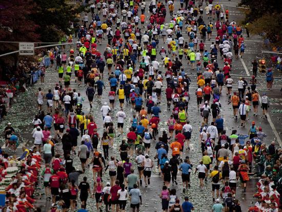 runners-competing-on-first-avenue-during-2009-new-york-city-marathon