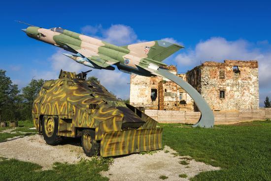 russ-bishop-war-memorial-and-bombed-building-karlovac-croatia