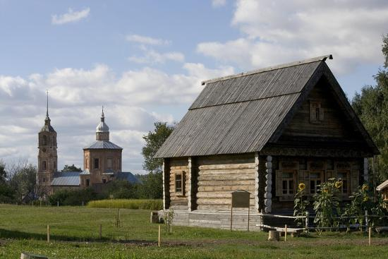 russia-suzdal-wooden-buildings