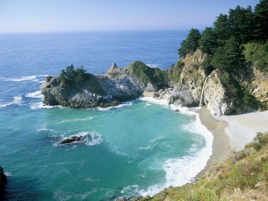ruth-tomlinson-spectacular-coastline-with-waterfall-julia-pfeiffer-burns-state-park-big-sur-usa
