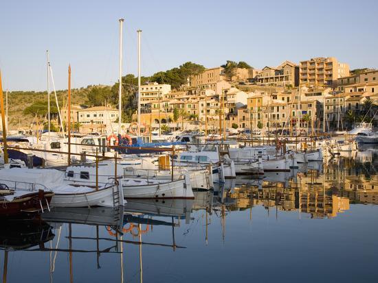 ruth-tomlinson-view-across-the-harbour-at-sunrise-port-de-soller-mallorca-balearic-islands-spain-mediterranea