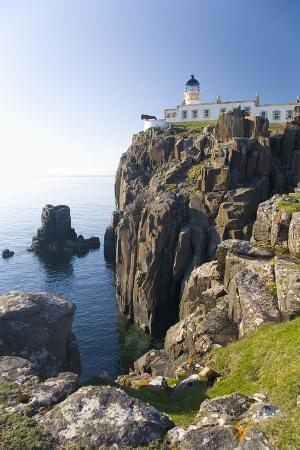 ruth-tomlinson-view-to-the-clifftop-lighthouse-at-neist-point