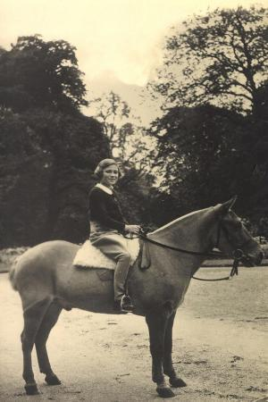 s-a-r-princesse-josephine-charlotte-de-belgique-pferd