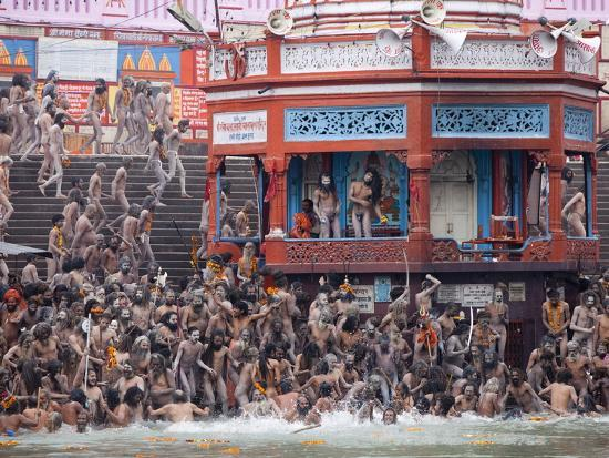 sadhus-at-a-royal-bath-sahi-snan-during-kumbh-mela-in-haridwar-uttar-pradesh-india-asia