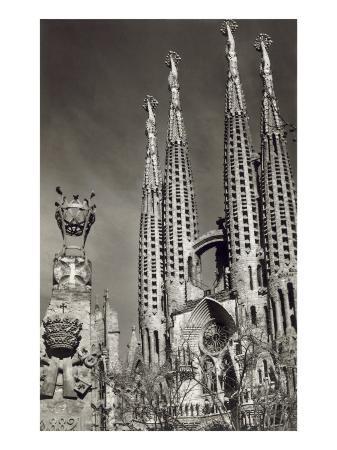 sagrada-familia-cathedral-barcelona-spain