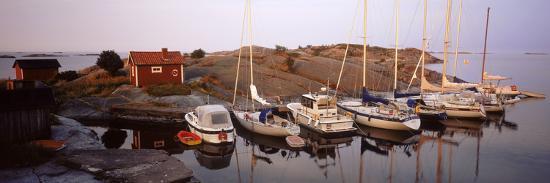 sailboats-on-the-coast-stora-nassa-stockholm-archipelago-sweden