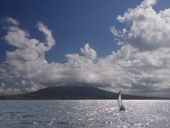 sailing-boat-with-mount-vesuvius-behind-bay-of-naples-campania-italy-mediterranean-europe
