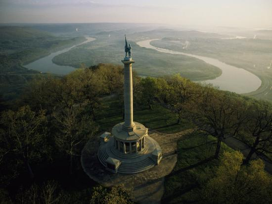 sam-abell-memorial-to-the-battle-of-chattanooga-overlooks-the-tennessee-river