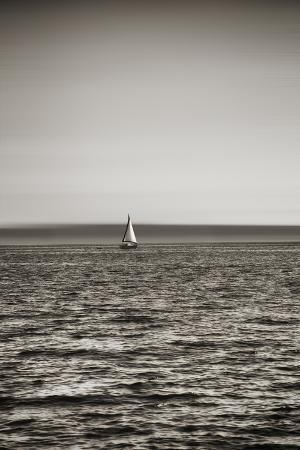 savanah-stewart-seattle-sailboat-in-elliott-bay