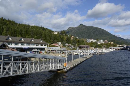 savanah-stewart-usa-alaska-ketchikan-downtown-cruise-ship-docks