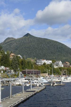 savanah-stewart-usa-alaska-ketchikan-downtown-cruise-ship-docks