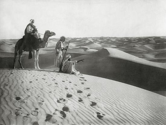 scherl-tuareg-in-the-algerian-sahara-1925