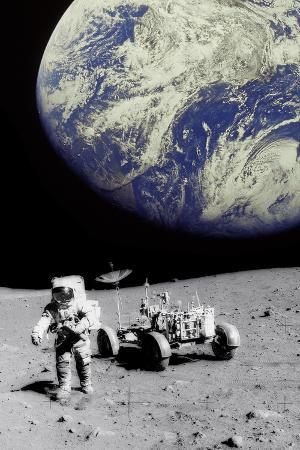 science-photo-library-astronaut-on-moon-with-earth