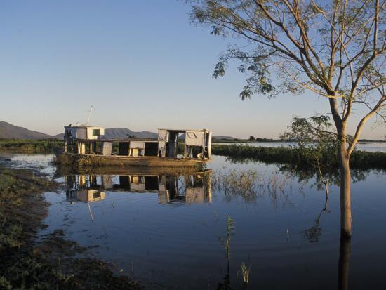 scott-warren-abandoned-houseboat-in-the-pantanal-of-western-brazil