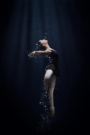 semra-halipoglu-dance-in-the-water