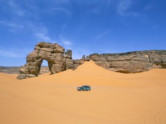 sergio-pitamitz-afzgar-arch-akakus-sahara-desert-fezzan-libya-north-africa-africa