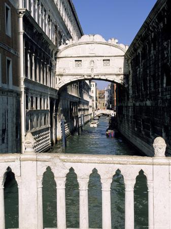 sergio-pitamitz-bridge-of-sighs-crossing-rio-del-palazzo-venice-veneto-italy