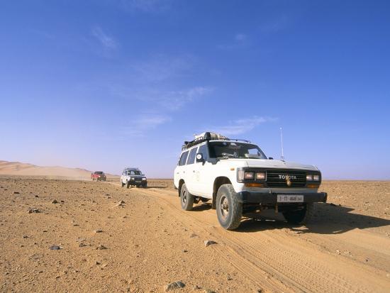 sergio-pitamitz-jeeps-driving-through-desert-erg-murzuq-sahara-desert-fezzan-libya-north-africa-africa