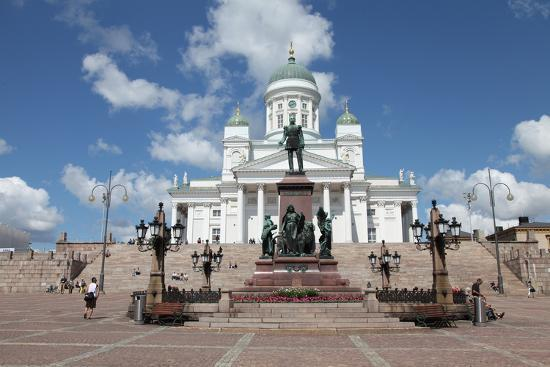 sheldon-marshall-lutheran-cathedral-and-the-statue-of-emperor-alexander-ii-of-russia-helsinki-finland-2011