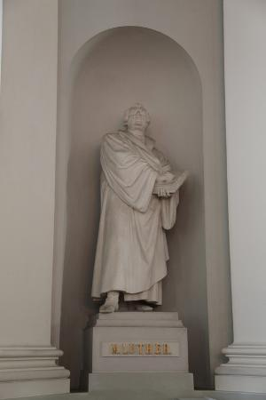sheldon-marshall-statue-of-martin-luther-lutheran-cathedral-helsinki-finland-2011