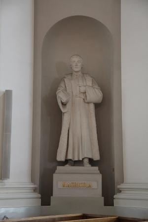 sheldon-marshall-statue-of-mikael-agricola-lutheran-cathedral-helsinki-finland-2011