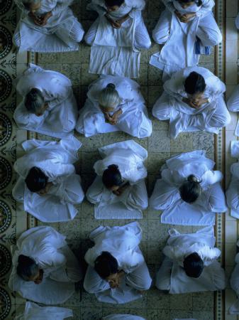 shmuel-thaler-monks-praying-cao-dai-temple-tay-ninh-vietnam
