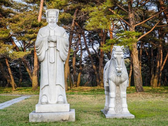 siempreverde22-scientifics-and-horses-statues-on-the-road-to-the-tombs-of-ancient-koguryo-kingdom-pyongyang-nort