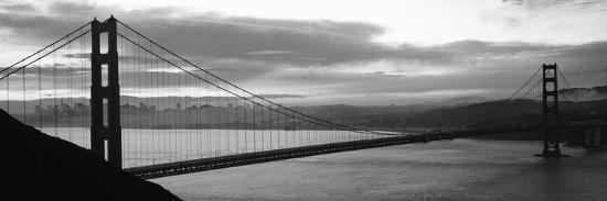 silhouette-of-a-suspension-bridge-at-dusk-golden-gate-bridge-san-francisco-california-usa