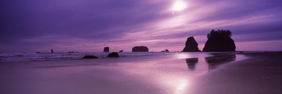silhouette-of-seastacks-at-sunset-second-beach-washington-state-usa