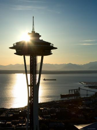 silhouette-of-space-needle-building-in-seattle-washington-at-sunset