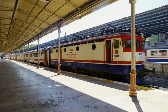 simon-montgomery-sirkeci-gar-central-railway-railway-station-former-terminal-stop-of-the-orient-express