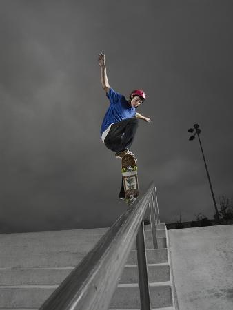 skateboarder-performing-tricks