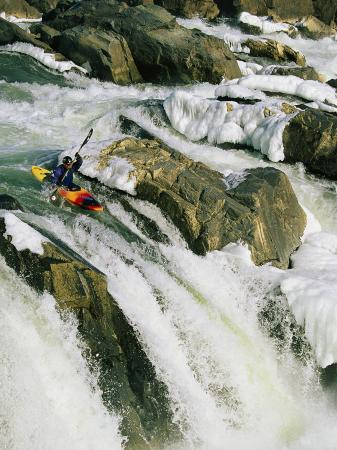 skip-brown-kayaker-at-the-top-of-a-waterfall-great-falls-on-the-potomac-river