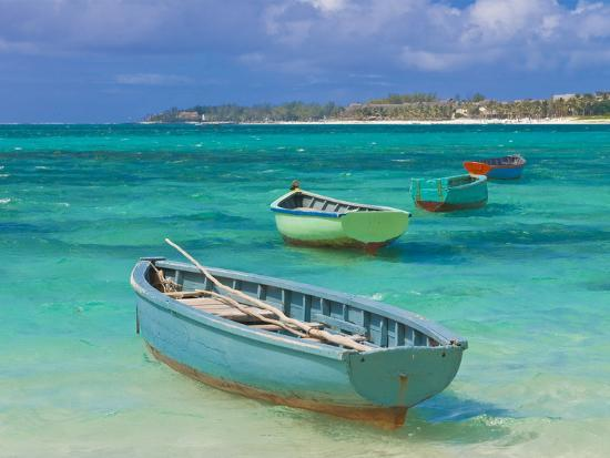 small-fishing-boats-in-the-turquoise-sea-mauritius-indian-ocean-africa