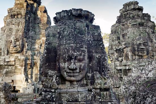 smithore-angkor-bayon-temple-giant-faces-sculptures-cambodia