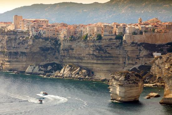 smithore-bonifacio-town-on-cliff-corsica-island-france