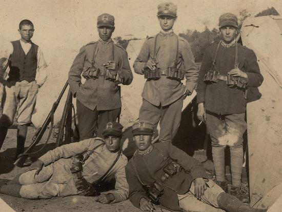 soldiers-of-the-26th-infantry-regiment-in-uniform-war