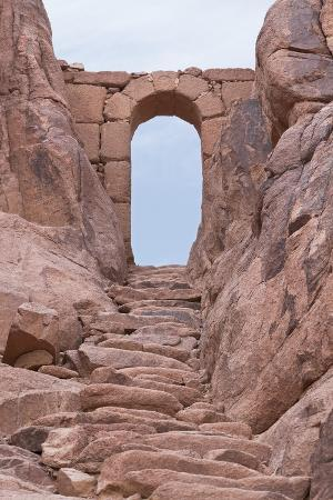 some-of-the-3750-steps-of-repentance-with-an-archway-on-the-route-to-the-summit-of-mount-sinai