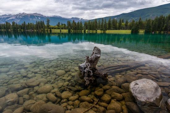 sonja-jordan-lac-beauvert-lac-beaufort-canadian-rocky-mountains