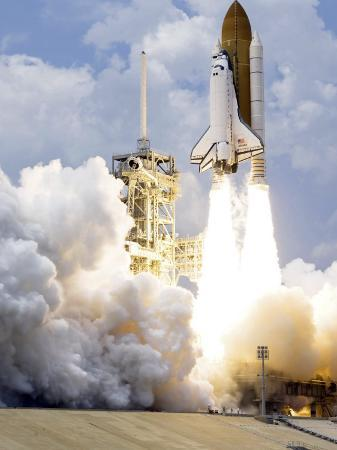 space-shuttle-atlantis-lifts-off-from-its-launch-pad