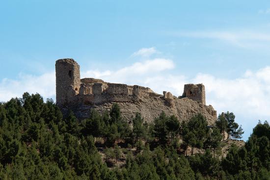 spain-aragon-calatayud-castle-and-walls-of-the-complex-of-castle-of-calatayudm